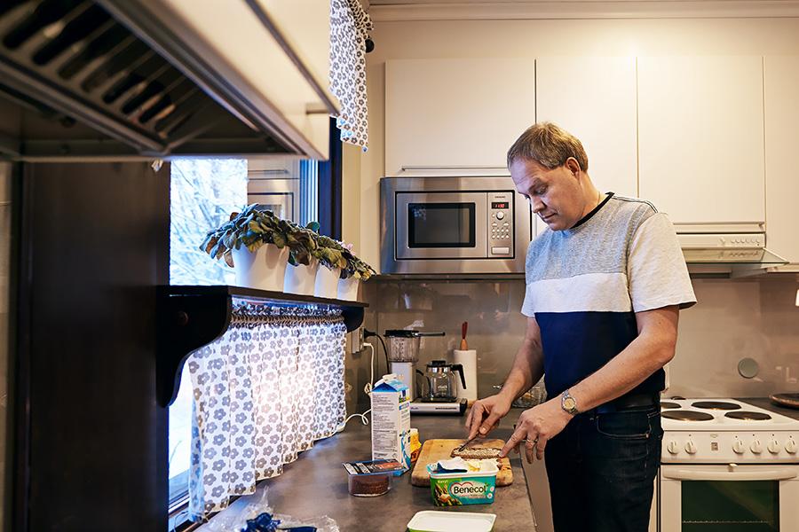 – Edelleenkin leipää voidellessa kohorttitutkimuksessa jo vuosia sitten näytetyt kuvat tulevat silmien eteen, jolloin automaattisesti vähentää levitteen määrää, muistelee kohortti 1966-tutkimuksessa mukana oleva Jari Kela.